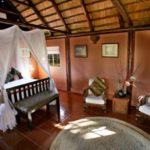 12-standard-luxury-cabin-w-giraffe-in-window24-600x412