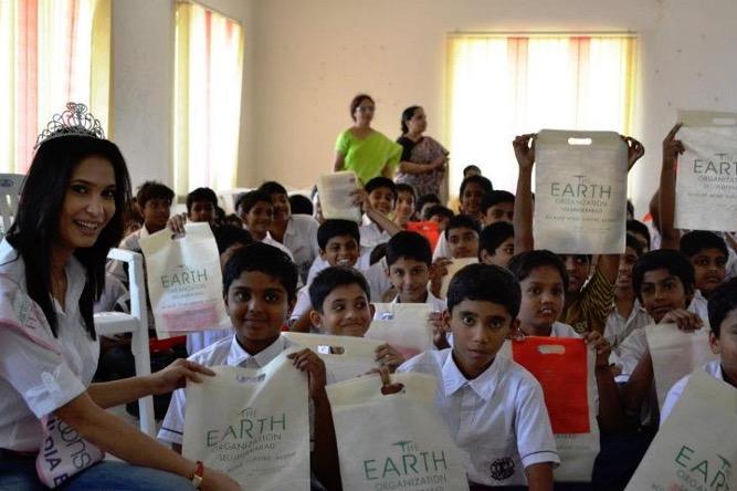INDIA - MISS INDIA W KIDS