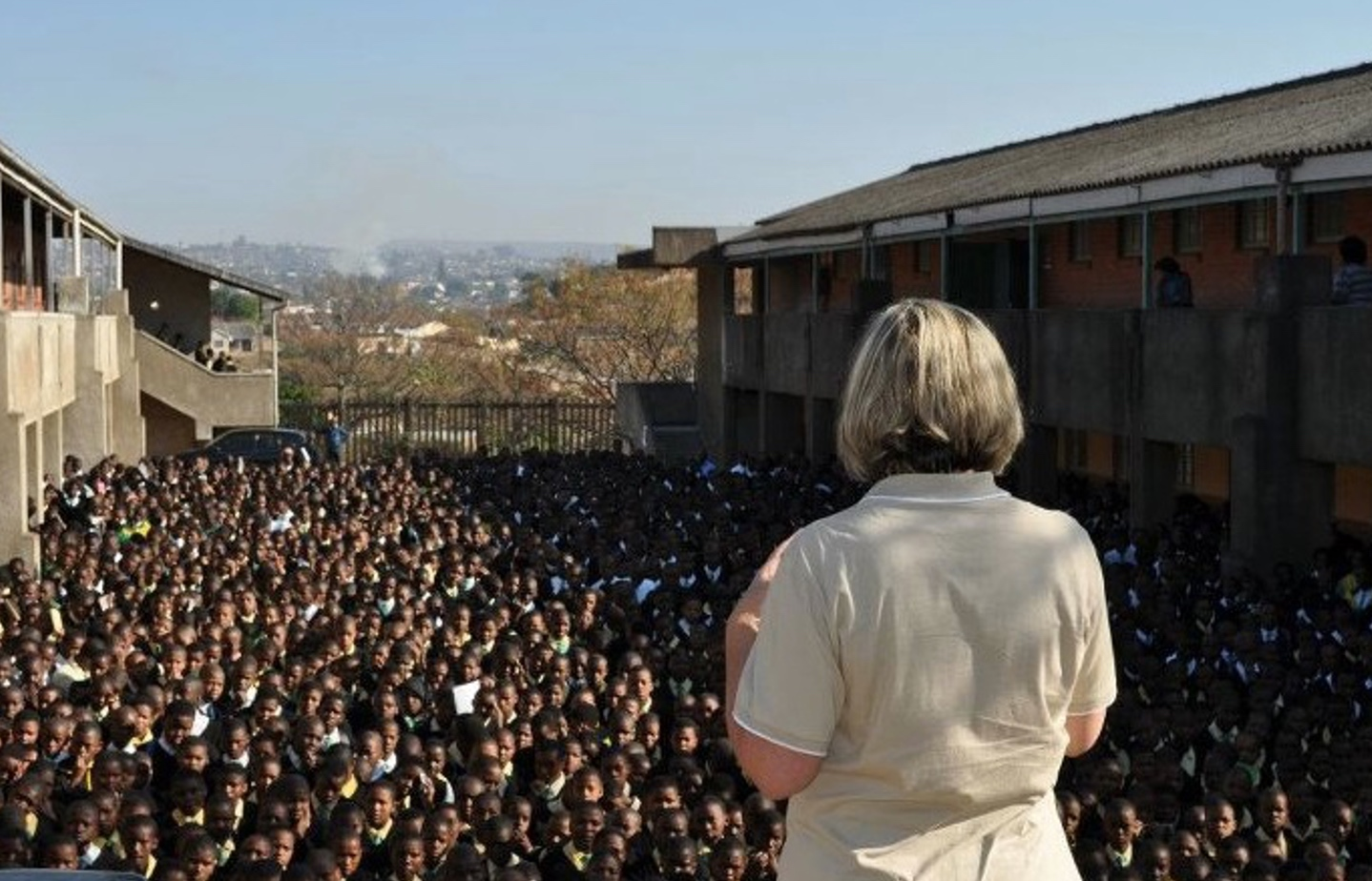 LAEO's International Executive Director with 6000 South African Students
